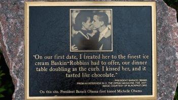 placa-conmemoracion-obama-michelle-afp_tinima20120817_0001_18